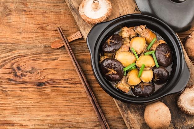 Der geheime abalone-hühnertopf, hühnchen lecker, abalone frisch