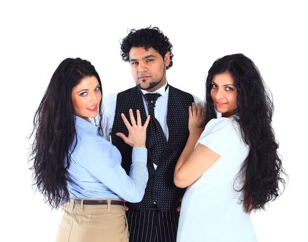 Der geschäftsmann mit zwei sekretärinnen