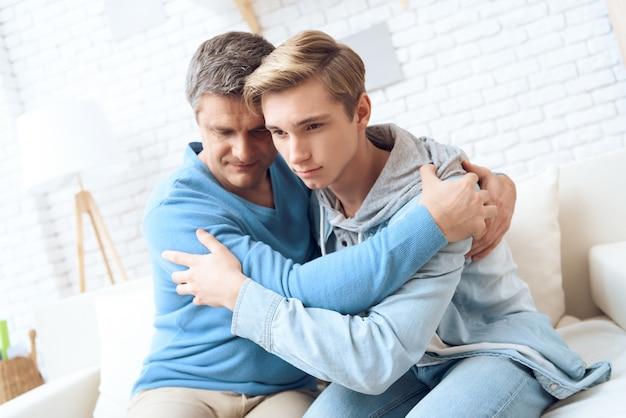 Der gestörte teenager fühlt sich besser