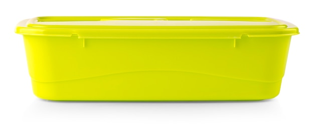 Der grüne plastiklebensmittelbehälter auf weißem hintergrund