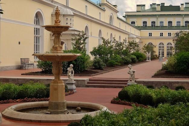 Der hängende garten der kleinen einsiedelei in der staatlichen eremitage sankt petersburg russland