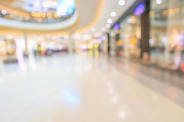 Der innenraum der modernen luxuseinkaufshalle verwischt den abstrakten defokussierten hintergrund mit bokeh-licht