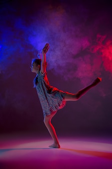 Der jugendlich moderne balletttänzer