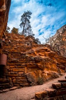 Der kletterzickzack des angels landing trail trekkings im zion national park