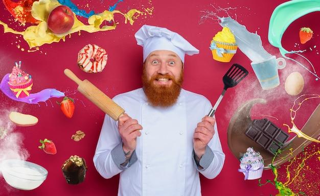 Der küchenchef kocht gerne ein neues kreatives rezept. burgunderfarbener hintergrund