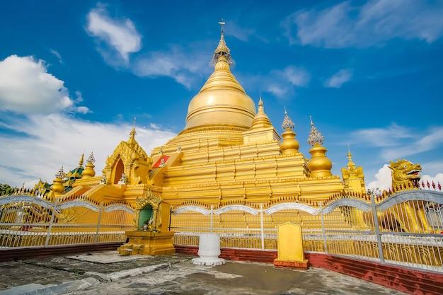 Der kuthodaw-pagodentempel ist ein buddhistischer stupa