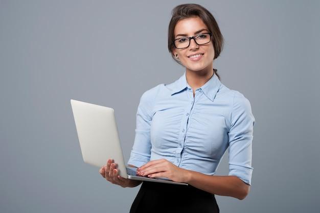 Der laptop ist mein werkzeug für die arbeit