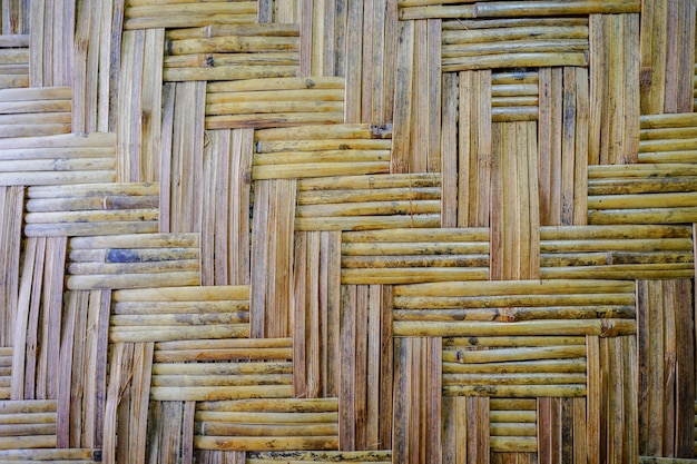 Der lokale bambuswebartmusterhintergrund der thailändischen weinlesetradition.