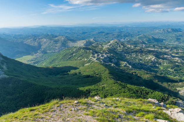 Der malerische aussichtspunkt befindet sich auf einem hohen berg