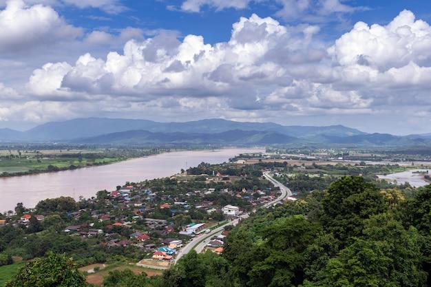 Der mekong an chiang saen-bezirk, chiang rai-provinz in thailand.