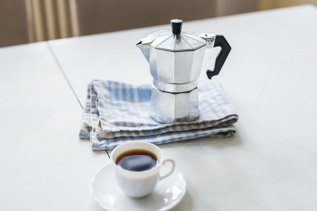 Der morgen jeder person beginnt mit kaffee