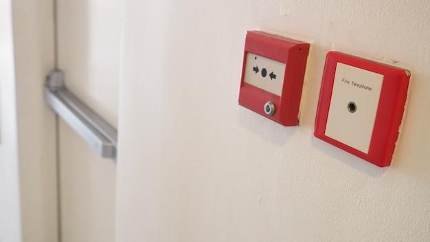 Der notifier namens rückstellbarer handfeuermelder und feueralarm- und telefonausrüstung verwenden warnungen, wenn sie brennen, um eine notfallevakuierung durchzuführen.