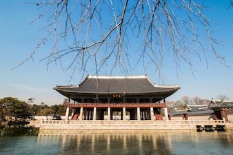 Der Palast Gyeongbokgung im Winter