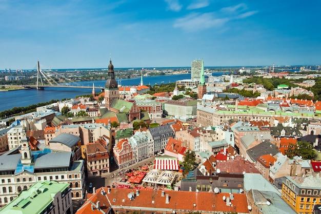 Der panoramablick auf die stadt riga in lettland