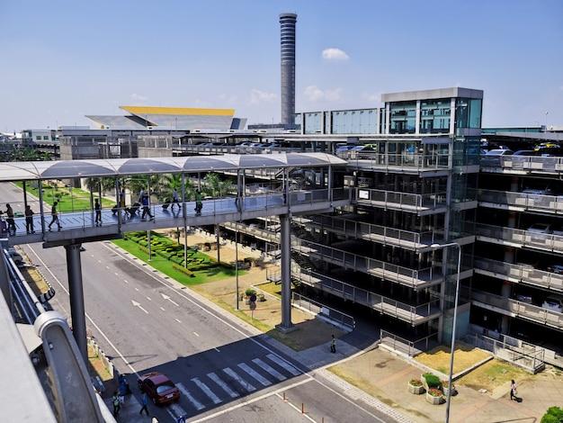Der parkplatz am internationalen flughafen, bangkok, thailand
