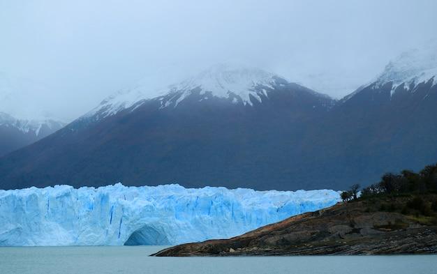 Der perito moreno-gletscher im nationalpark los glaciares