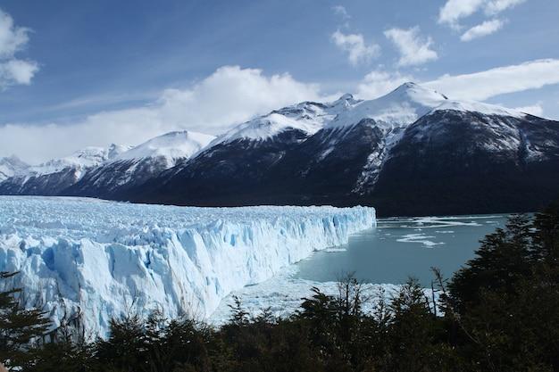 Der perito moreno gletscher ist ein gletscher im los glaciares nationalpark in der provinz santa cruz, argentinien. patagonien