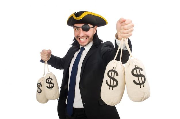 Der piratengeschäftsmann, der geldtaschen lokalisiert auf weiß hält