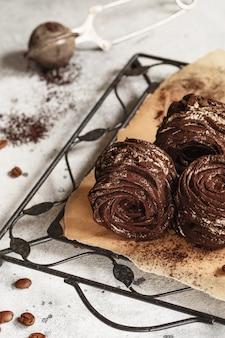 Der prozess der herstellung von zephyr marshmallow in der konditorei küche