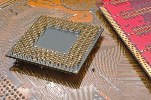 Der prozessor befindet sich auf dem motherboard