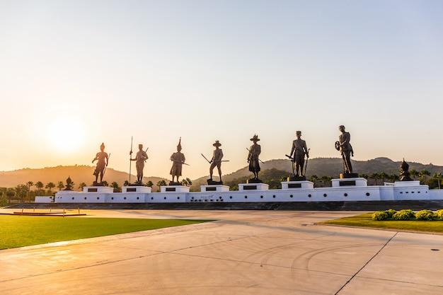 Der rajabhakti park ist ein neues wahrzeichen und touristenattraktionen sind im sonnenuntergang am beliebtesten