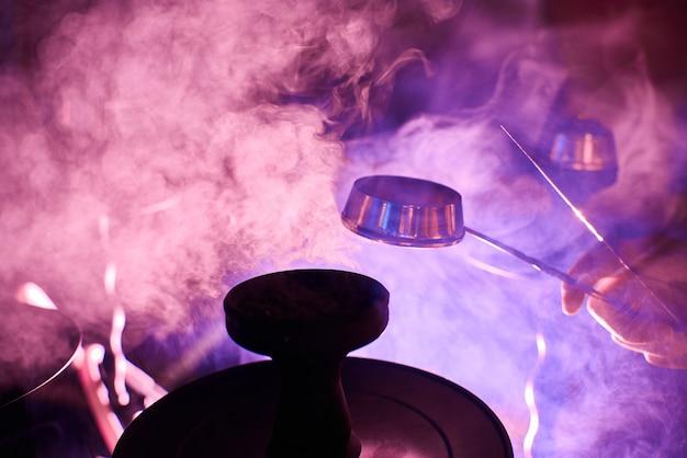 Der rauch aus der wasserpfeife, gegenstände im rauch
