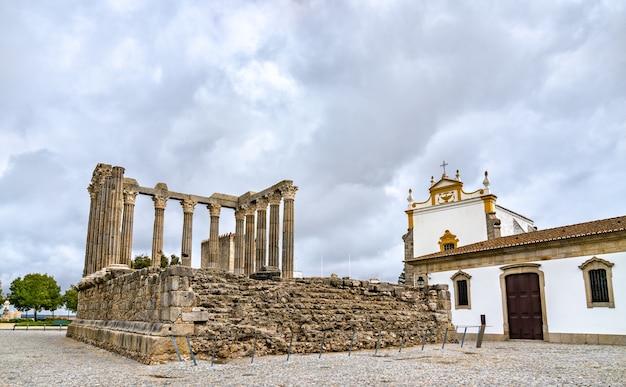 Der römische tempel von evora, unesco-weltkulturerbe in portugal