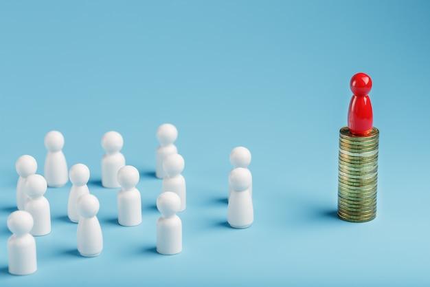 Der rote mann steht auf geld- und goldmünzen und kontrolliert eine menge weißer menschen. das konzept der gierigen macht und des managements von menschen.