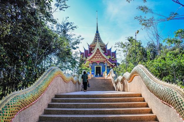 Der schöne himmel und die wolke thailändisches skywalk in mekong-fluss sangkhom-bezirk, nong khai province, thailand