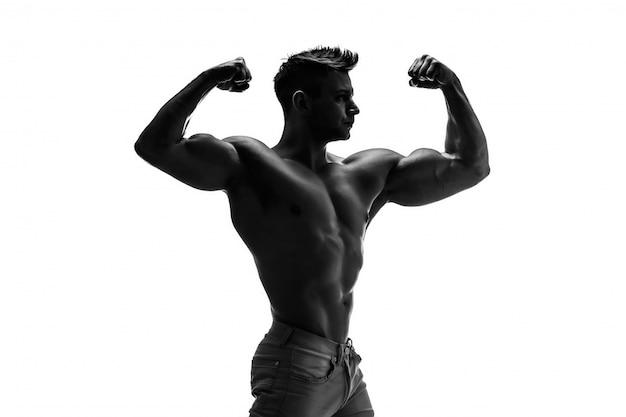 Der schöne und starke junge mann.