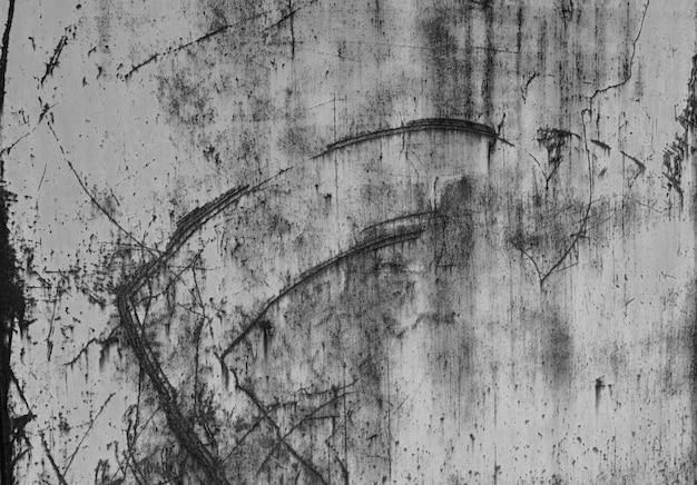 Der strukturierte hintergrund des rostigen schmutzeisens der weinlese alte eisenwand mit blauer farbe und rost. metallbeschaffenheit mit natürlichen defekten. kratzer, chips, sprünge, staub ein hintergrund oder ein plakat