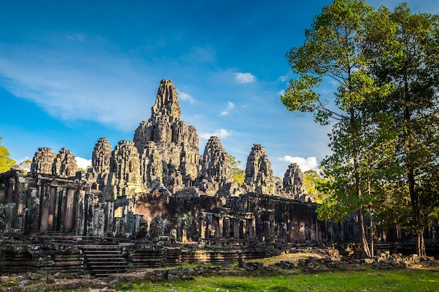 Der tempel angkor wat in kambodscha ist das größte religiöse denkmal der welt und ein weltkulturerbe