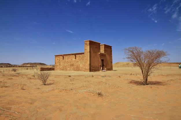 Der tempel von amun in der sahara-wüste des sudans