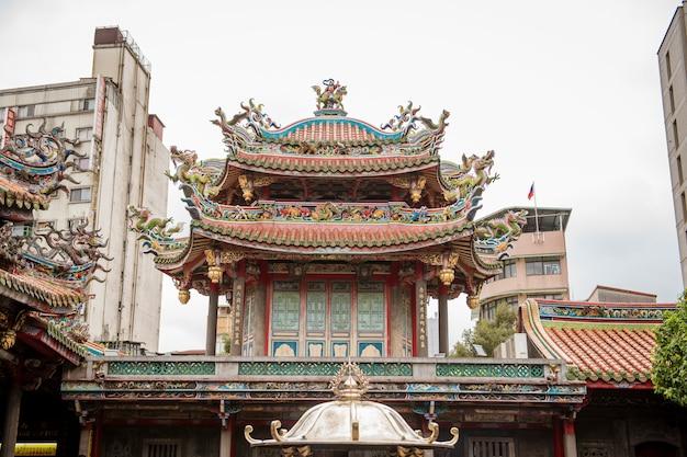 Der tempel von longshan in im stadtzentrum gelegenem taipeh in taiwan