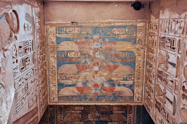 Der tempel von medinet habu in luxor ägypten