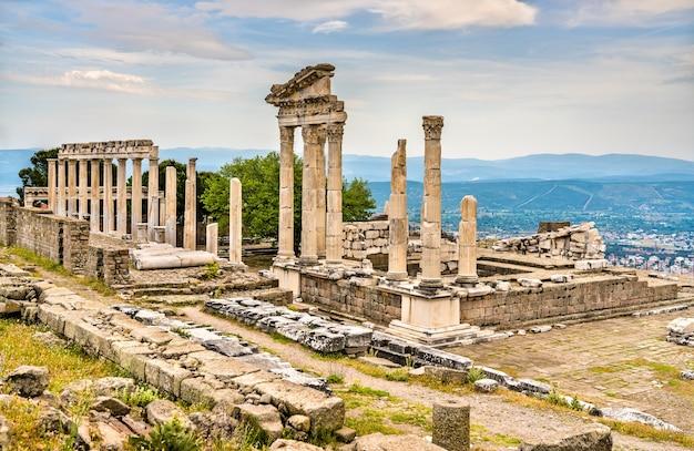 Der tempel von trajan und pergamon. in der türkei