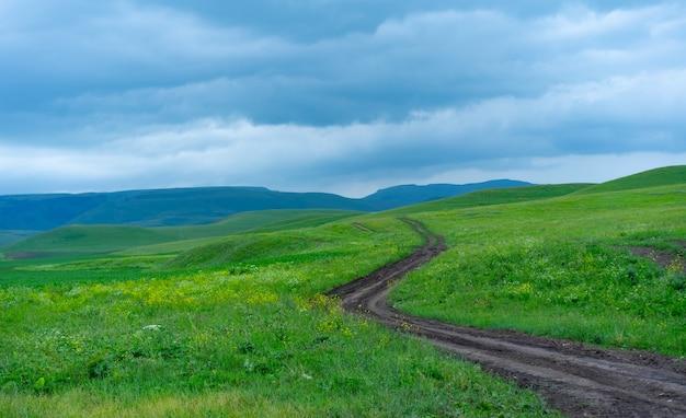Der weg, der über den horizont hinausgeht