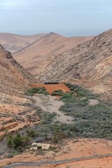 Der weg von bentacoria nach pajara auf der insel fuerteventura, spanien
