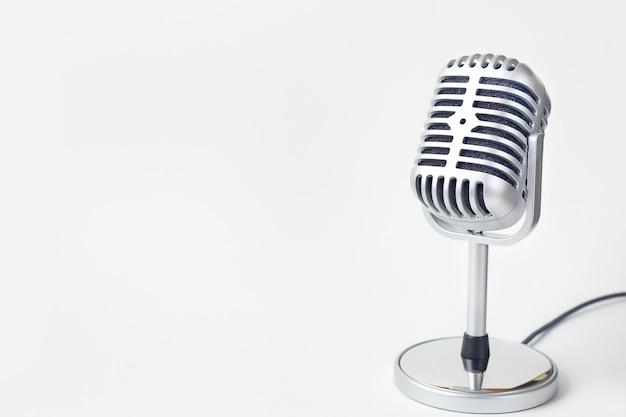 Der weinlesemikrofonabschluß herauf bild auf weißem hintergrund.