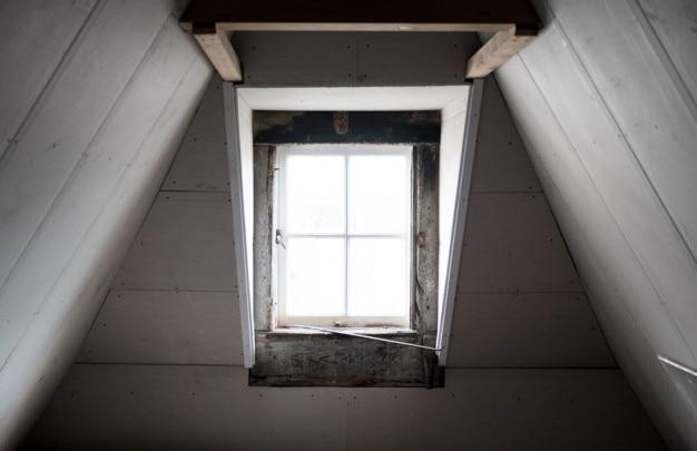 Der weiße dachboden