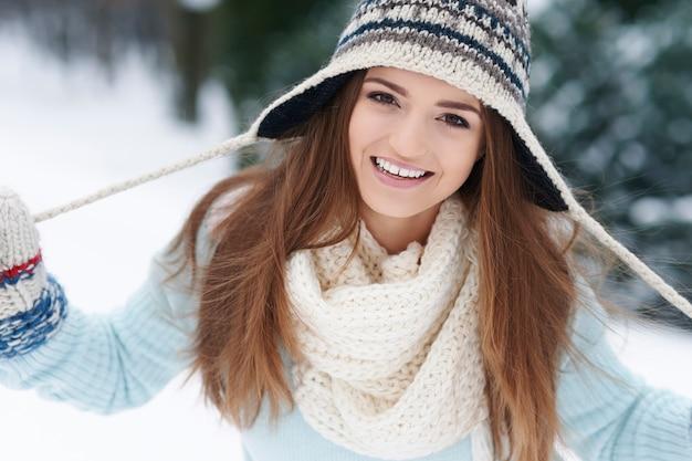 Der winter ist zeit, wärmere kleidung zu tragen
