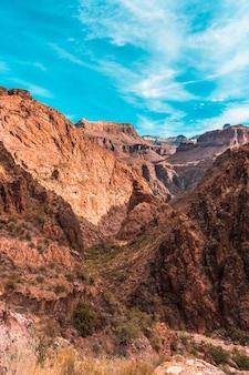 Der wunderschöne aufstieg des bright angel trailhead trekkings im grand canyon. arizona