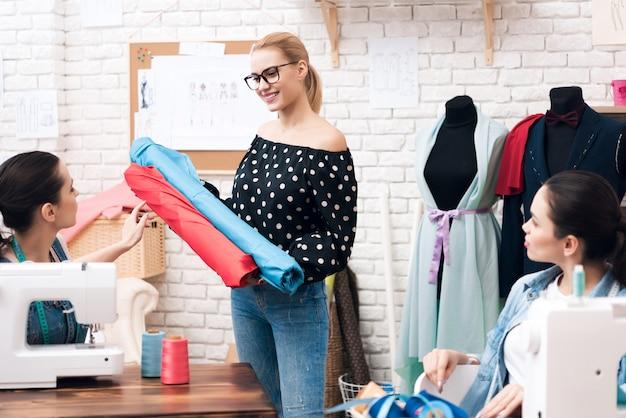 Designer material halten und farbe wählen