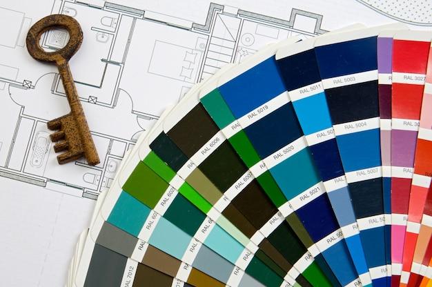 Designfarben mit schlüssel und flächen eines hauses