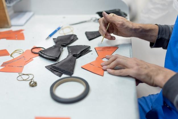 Designlinien zum nähen nach dem muster mit einer speziellen stange. schuhproduktion. für jeden zweck.