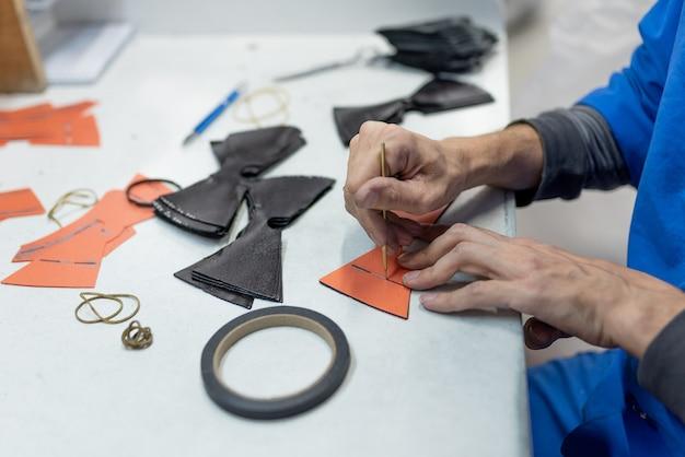 Designlinien zum nähen nach dem muster mit einer speziellen stange schuhproduktion