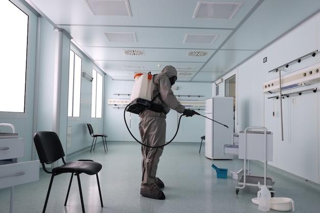 Desinfektion des krankenhauses nach einem virus patienten