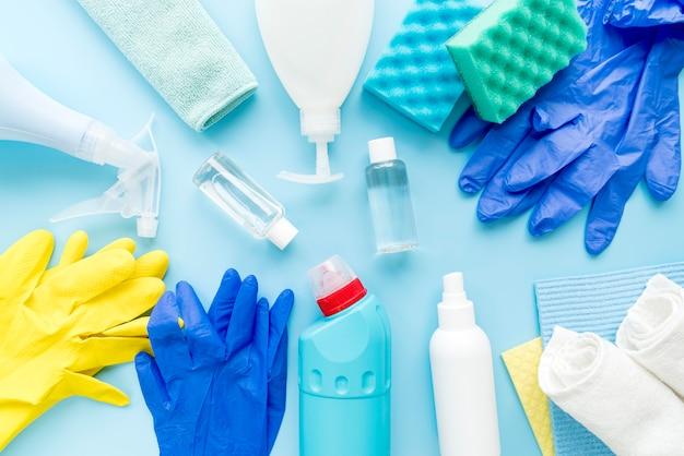 Desinfektionsgeräte auf dem tisch