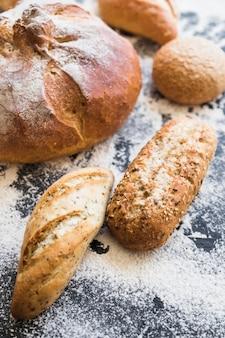 Desktop mit bäckerei mit mehl
