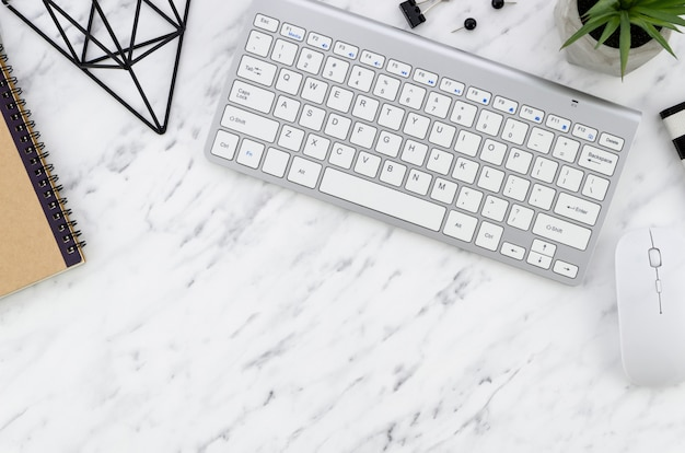 Desktop mit computer